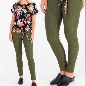 NWT Agnes & Dora Army green knit jeggings